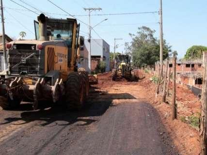 Quase uma década depois, asfalto é retomado em 15 ruas do Aero Rancho