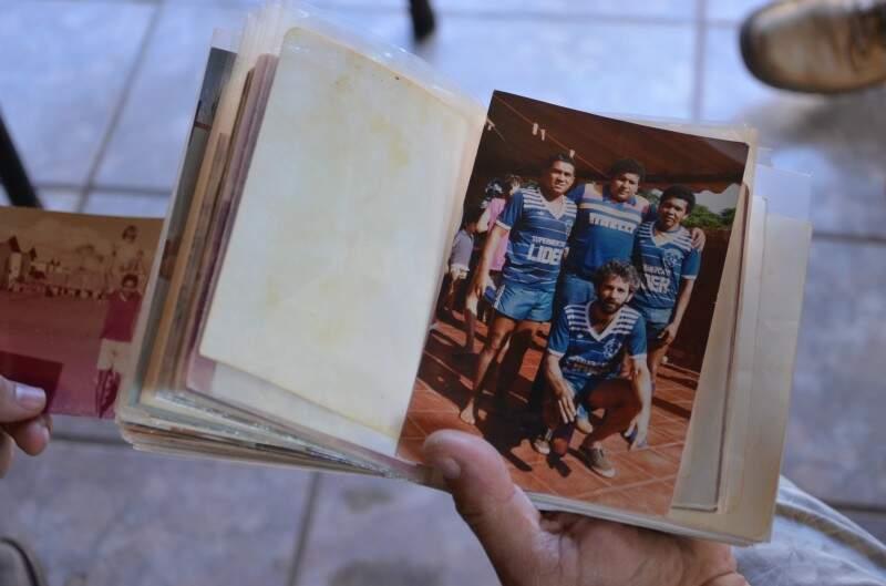 Em tempos de dificuldades, time de futebol era uma das poucas alegrias dos moradores. (Foto: Vanessa Tamires)