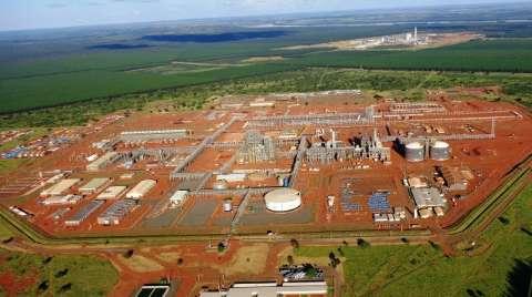 Em nota, Petrobras diz que ainda busca parceiro para terminar fábrica