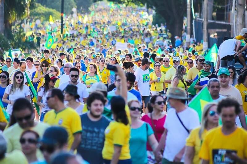 24 anos depois, a cena se repete; povo sai às ruas pedindo o impeachment de um presidente do Brasil (Foto: Marcos Ermínio)
