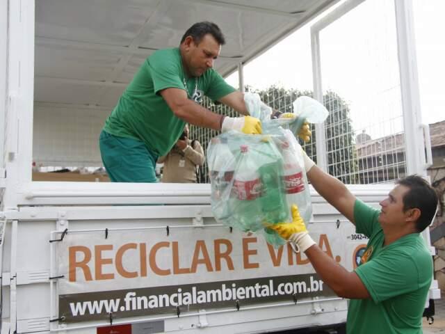 Das 209 mil toneladas de lixo produzidas na cidade, somente 28 mil entram na coleta seletiva. (Foto: Marcelo Victor/Arquivo)