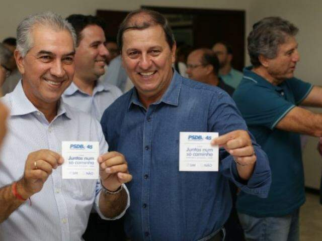 Governador Reinaldo Azambuja (PSDB), ao lado do presidente regional do PSDB, Sérgio de Paula (Foto: Divulgação/PSDB)