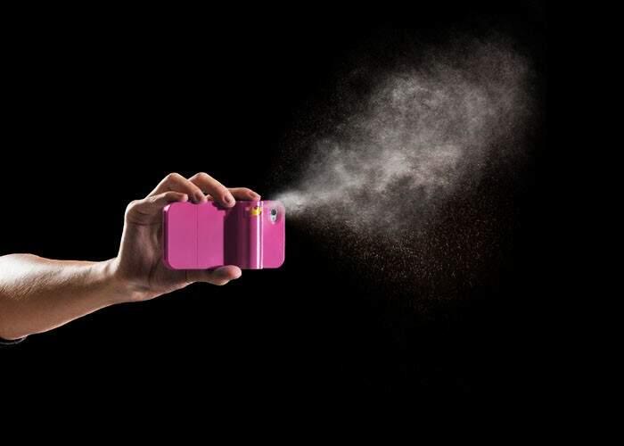 Spray fica acoplado no iPhone.