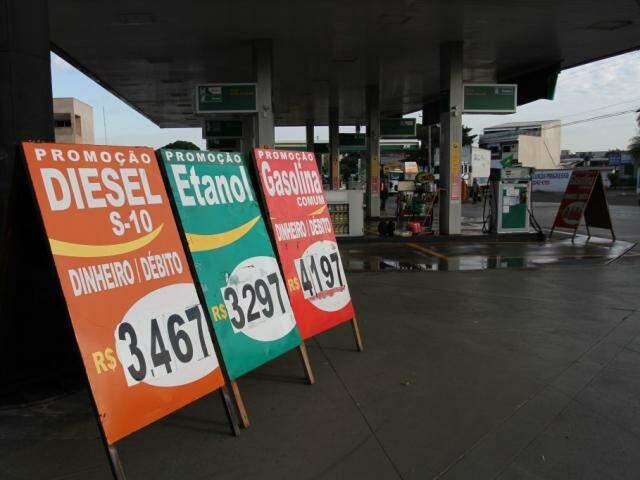 Placa com preços de combustíveis logo após a greve dos caminhoneiros. Diesel foi congelado e na prática desconto beira os R$ 0,46 (Foto: Saul Schramm/arquivo)