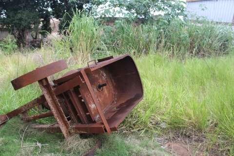 Moradores fazem 'vaquinha' para limpar terreno abandonado na Capital