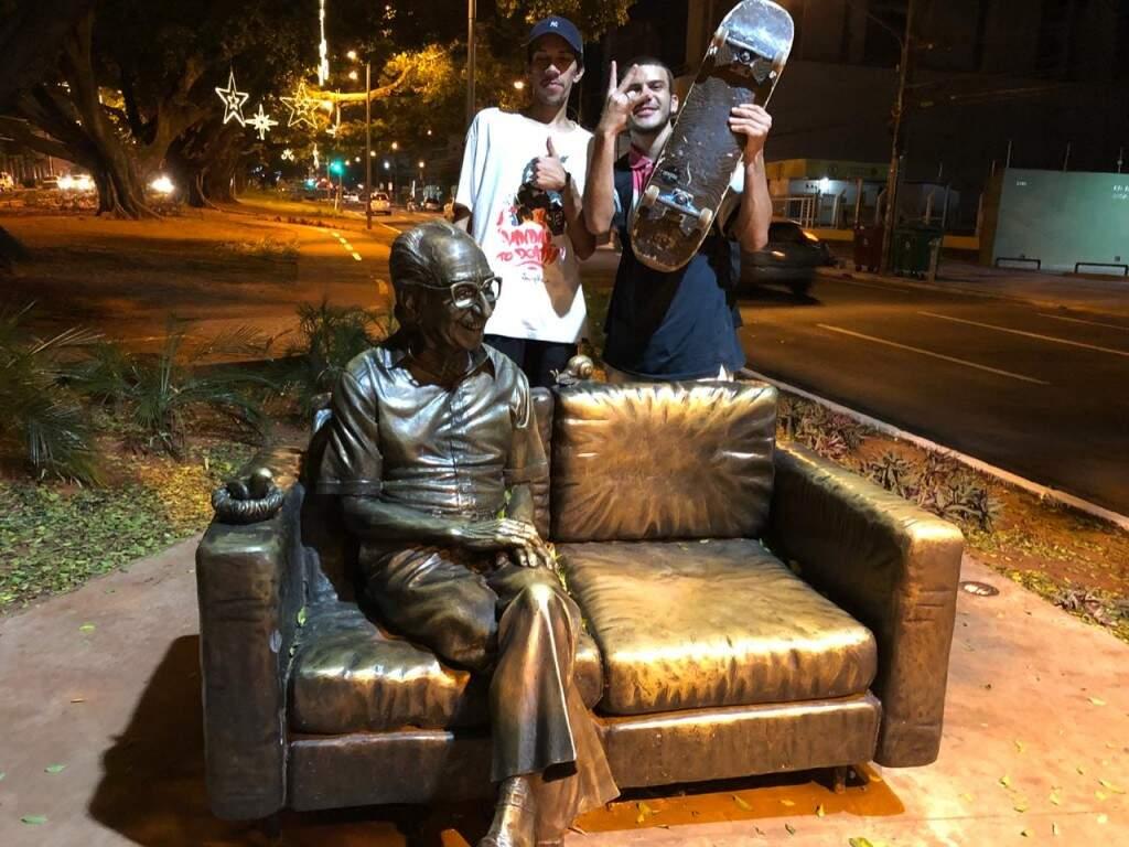 Teve também a turma do rap, admiradores de poesia os caras reconhecem a importância de Manoel de barros (Foto: Samuel Isidoro)