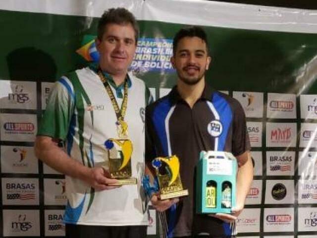 Mário Testa e Rodrigo Marques no pódio do Brasileiro de boliche (Foto: Divulgação)