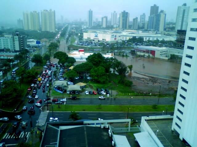 Na Avenida Afonso Pena, trânsito ficou prejudicado. (Foto: Renan de Oliveira Teles)