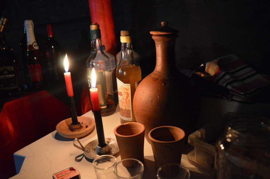 Decoração,atabaques e os cantos deixam claro que a noite é de celebração especial.
