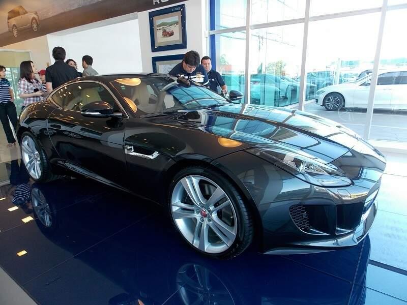 Modelo F-TYPE S custa R$ 497.700, vem equipado com motor V6 de 380 cv. Foto Márcio Martins