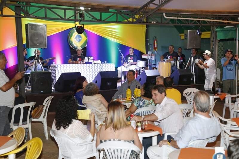 O Candeeiro acontece pelo menos uma quinta-feira por mês no Birô Brasileiro (Gerson Walber)
