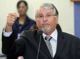 Deputado do PMDB se diz confiante em afastamento; petista acredita que é golpe