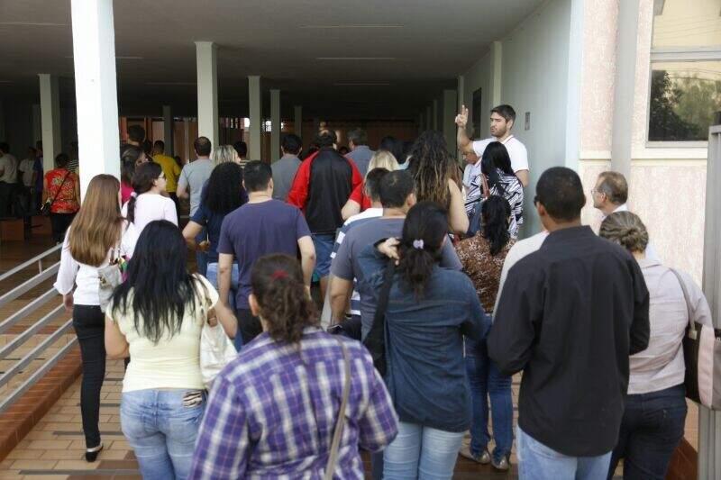 Após sumiço de provas, parte dos candidatos a vaga na PRF voltaram às salas de aula para efetivar o teste (Foto: Cleber Gellio)