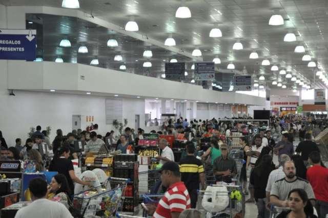 Feriado lota comércio na fronteira entre MS e Paraguai