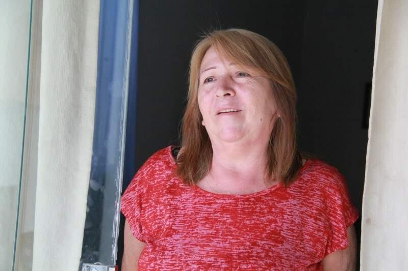 Margarete teve o vira-lata roubado na varanda de casa. (Foto: Marcos Ermínio)