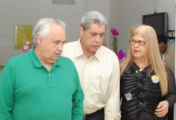 André Puccinelli e prefeita Ilda Salgado Machado, entregaria hoje 70 casas populares. (Foto: Rogério Sanches / Fátima News)