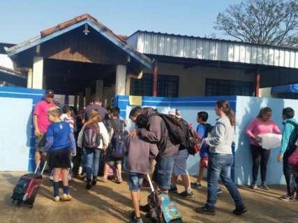 Professores mantêm greve parcial e escolas vão liberar alunos mais cedo
