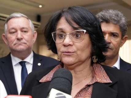 """Na Capital, Damares anuncia que Bolsa Família terá """"plus"""" em breve"""