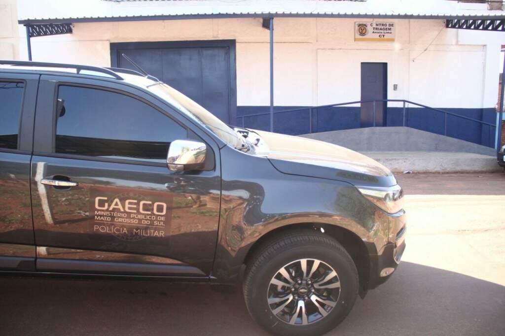 Viatura do Gaeco em frente ao presídio (Foto: Marcos Ermínio)