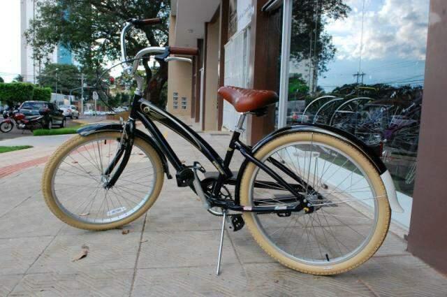 Modelo retrô. Bicicleta tem o desenho antigo, mas a tecnologia mudou. (Foto: Marcos Ermínio)