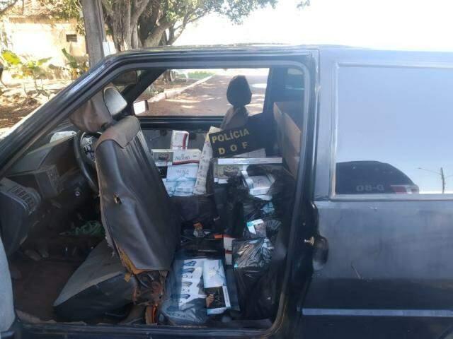 O condutor do veículo, um homem de 35 anos de idade, disse que comprou os cigarros no Paraguai e pretendia vendê-los em Dourados (Foto: Divulgação/DOF)