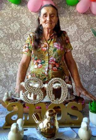Dona Maria é mãe de cinco filhos, em 11 netos e 9 bisnetos. (Foto: Thaís Pimenta)