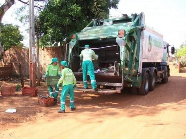 Cobrança pelos serviços de coleta e destinação de resíduos sólidos volta a ser feita nos carnês do IPTU. (Foto: Arquivo)