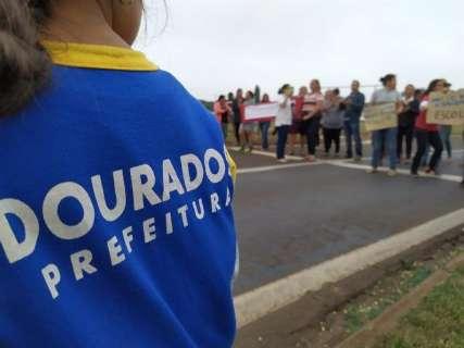Moradores fecham rodovia em protesto contra a falta de transporte escolar