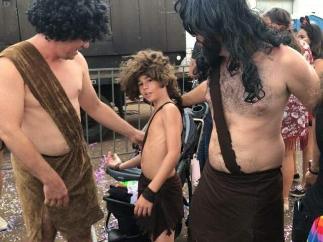 Pai, filho e amigo coordenaram a fantasia (Foto: Thaila Torres)