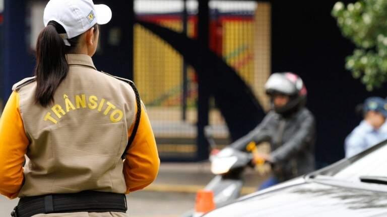 As multas são emitidas por agentes de trânsito da Agetran (Foto: Arquivo)