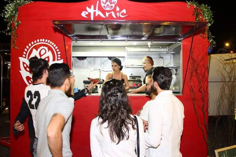 Food truck Ethnic é uma sociedade entre a chef de cozinha Daniela Maluf, e sua sócia Sarina Antunes.