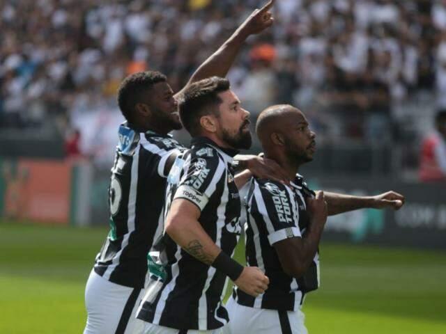 Jogadores do Ceará comemoram gol que abriu o placar na Arena Corinthians (Foto: Ceará/Divulgação)