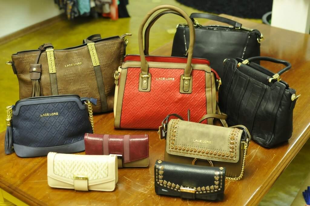 Bolsas e carteiras acabaram de chegar as prateleiras da Belle & Tal (Foto: Alcides Neto)