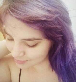 Atualmente, a cor roxa do cabelo é o que tem atrapalhado. (Foto: Arquivo Pessoal)