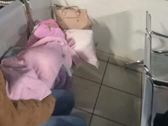 Criança de sete anos espera atendimento desde às 11h30 na Santa Casa de Campo Grande