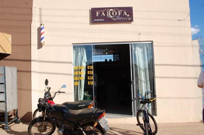 Barbearia do Farofa fica na rua Filomena do Segundo Nascimento, 1916, no Jardim das Perdizes. (Foto: Pedro Peralta)