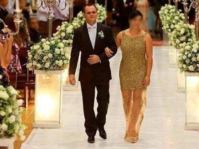Silvio Molina e a esposa, durante casamento luxuoso de uma das filhas. (Foto: Reprodução internet)