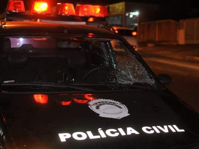 Viatura dirigida por policial atropelou idoso de 83 anos nesta noite (Foto: Alcides Neto)