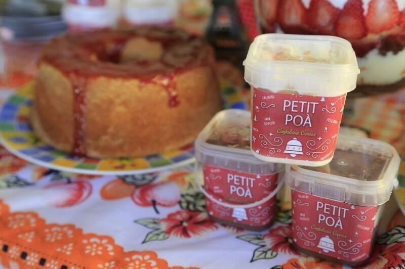 Flávia começou a trabalhar inicialmente com os bolos de pote. (Foto: Gerson Walber)