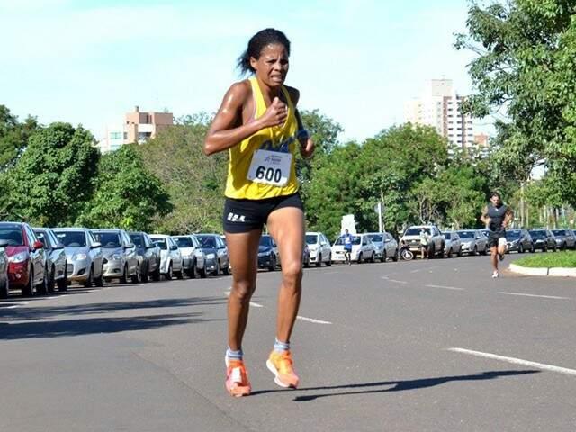 A corredora campo-grandense, Rosinha Conceição, diz que se sente pronta para melhorar sua colocação em relação a São Silvestre de 2016 (Foto: Arquivo pessoal)