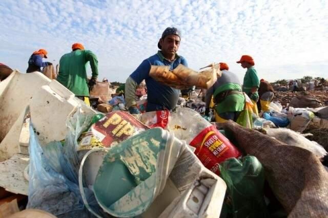 Com fim do lixão, prefeitura abriu área de transição para trabalho dos catadores. (Foto: Arquivo)