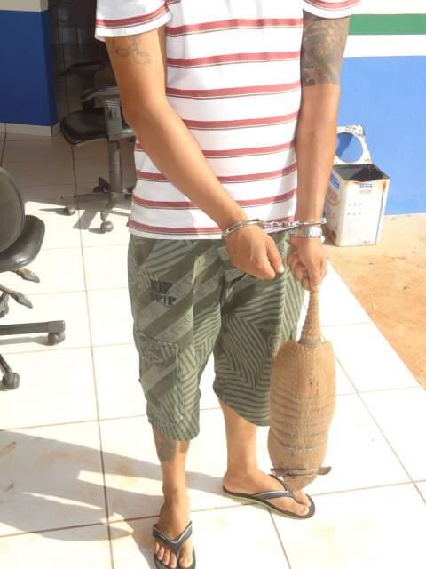 O homem autuado pelo crime ambiental não teve a identidade revelada pela PMA (Foto: Divulgação)