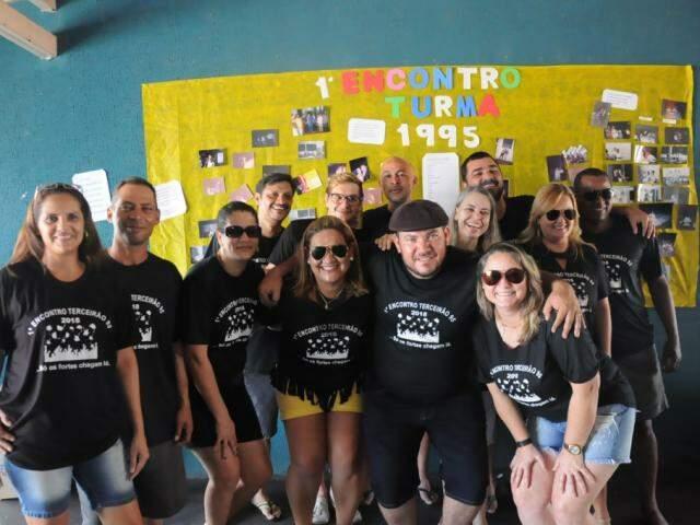 No almoço de domingo, 13 ex-alunos da Escola Estadual Sebastião Santana de Oliveira estavam presentes. (Foto: Paulo Francis)