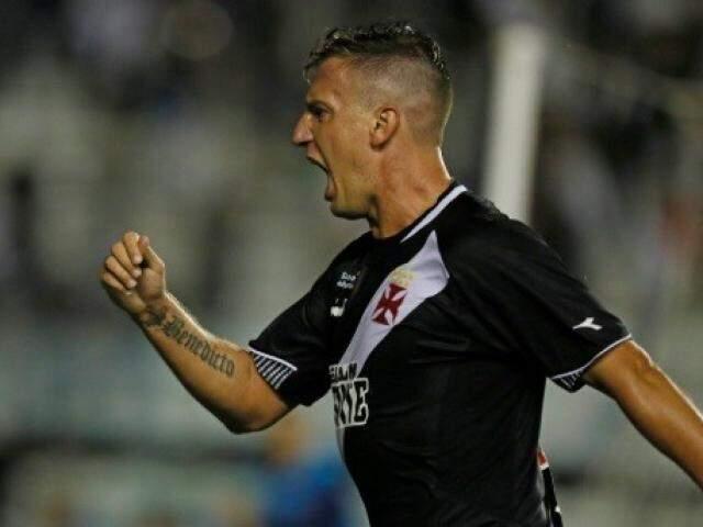 Máxi Lopez celebra gol que tirou Vasco do sufoco contra a Chape (Foto: Vasco/Divulgação