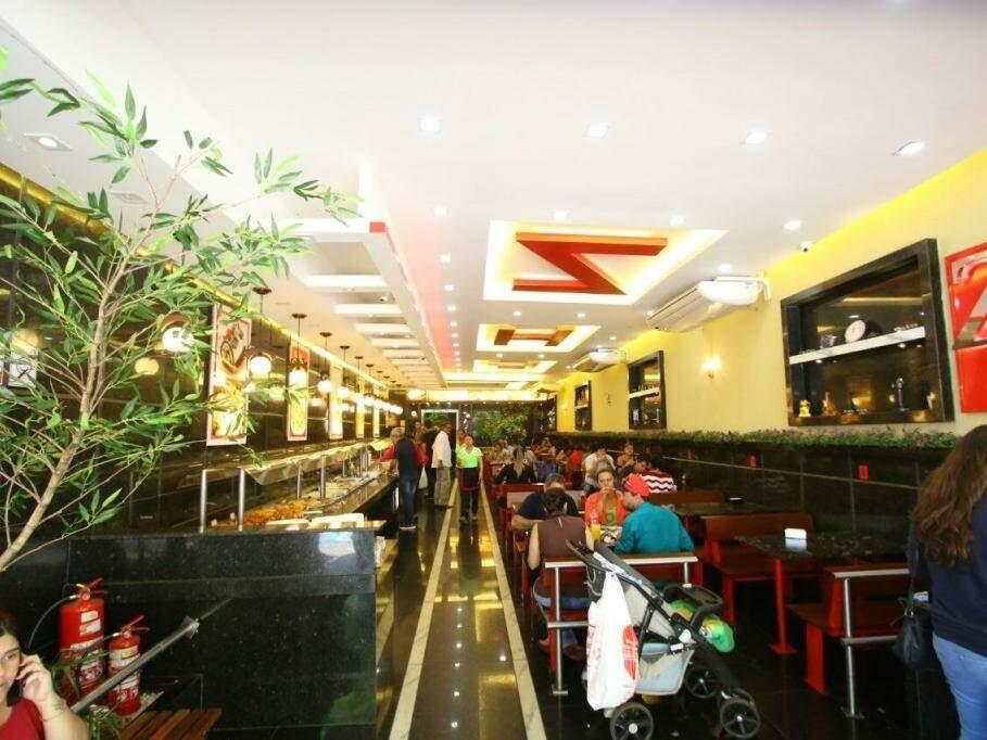 O restaurante é bonito e está sempre cheio no Centro. (Foto: André Bittar)