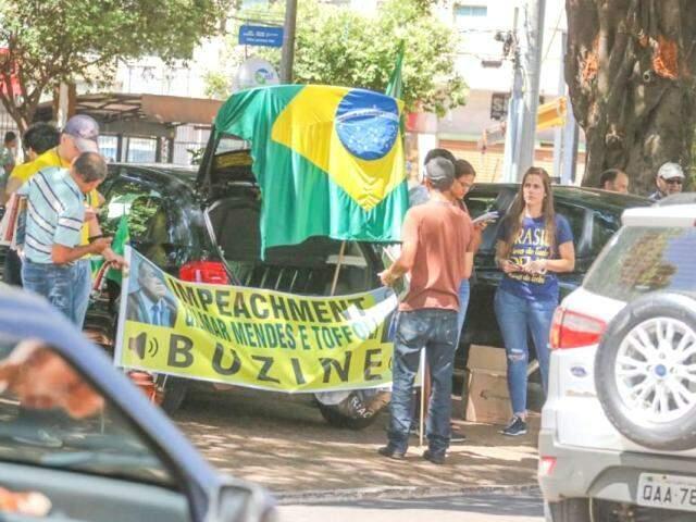 Faixa pede impeachment de Gilmar Mendes e Dias Toffoli (Foto: Marcos Maluf)