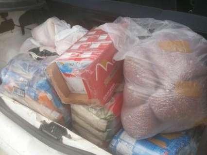 Moradores arrecadam roupas e alimentos para famílias do Vespasiano Martins