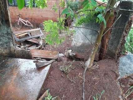 Sete bairros tem danos causados pela chuva e quatro famílias recebem ajuda