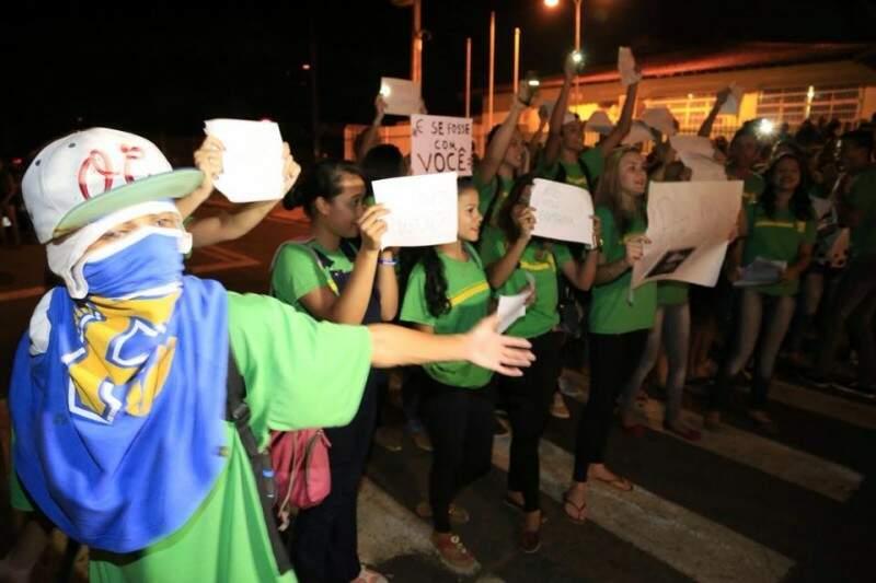 Cena do protesto contra assaltos no Universitário. (Foto e legenda de Gerson Walber)