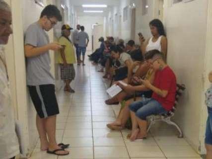 Unidades de saúde atendem com número menor de médicos, denunciam pacientes